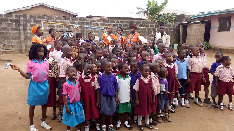 Narconon Nigeria - i bambini che hanno ascoltato la conferenza di prevenzione